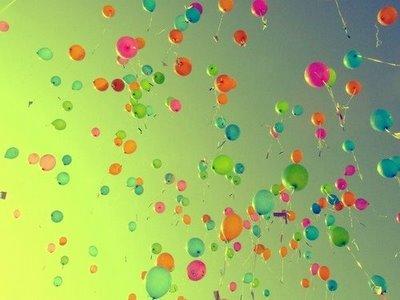 balloons-sky-green-random-1