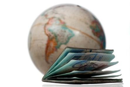 dreamstime_11767771 Passport & Globe