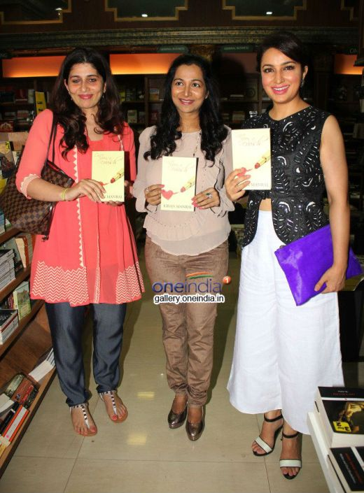 Kiran Manral (left) and actor Tisca Chopra (Right) at the book launch hosted by Landmarks at Infinity Mall, Andheri, Mumbai. Image credit: Google India